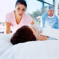 Признаки инсульта у женщин - предвестники, первые симптомы инсульта