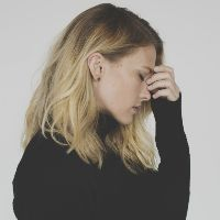 Сильная головная боль: причины и что делать