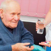 Деменция у пожилых людей. Симптомы, лечение и уход, лекарства, как проявляется, агрессия