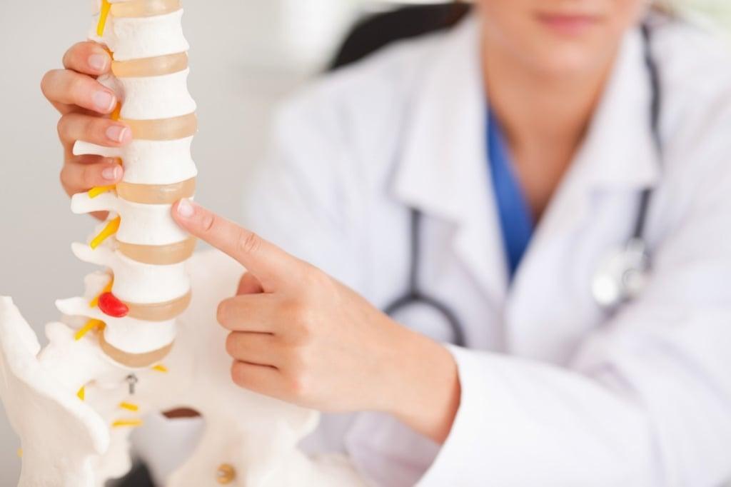 Острый хондроз: как лечить, симптомы, что делать при ...