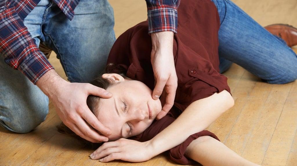 Эпилепсия: первая помощь при приступе эпилепсии