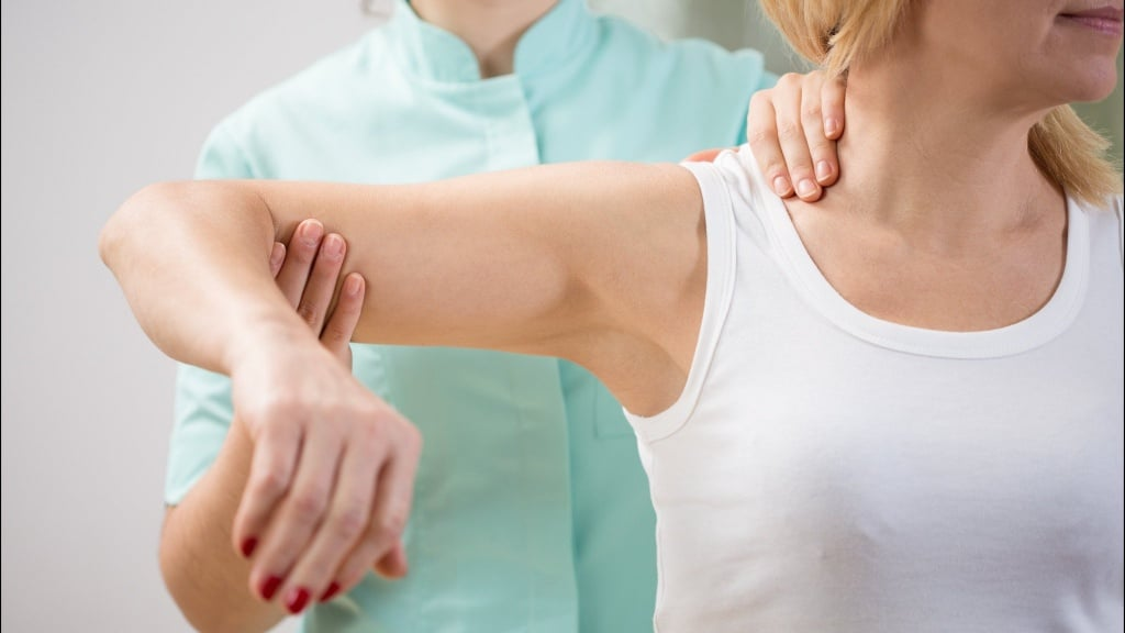 ЛФК при переломе шейки плеча