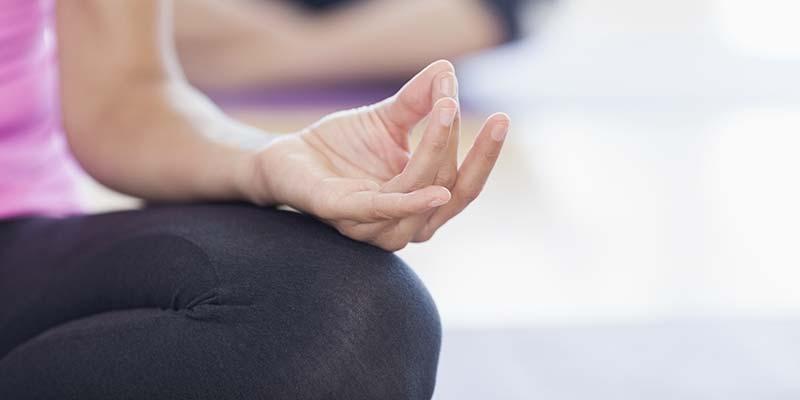 Медитация помогает справиться с болью