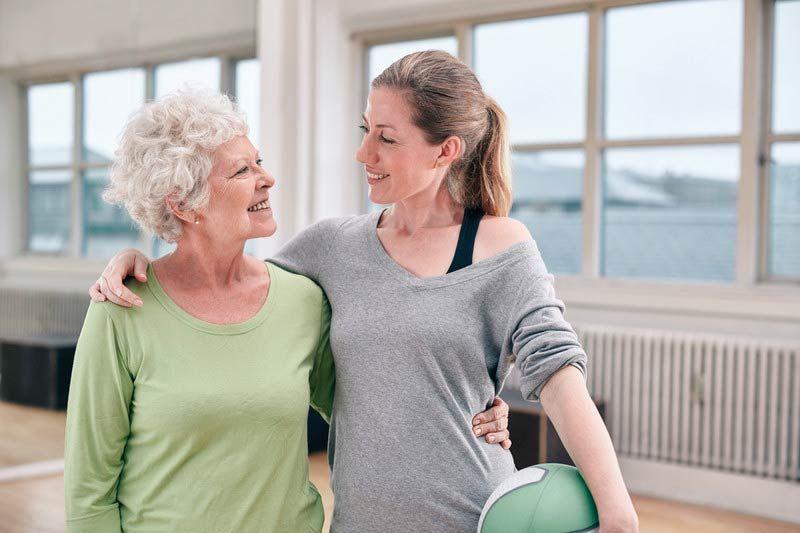 Физические упражнения помогают бороться с симптомами болезни Альцгеймера, деменции