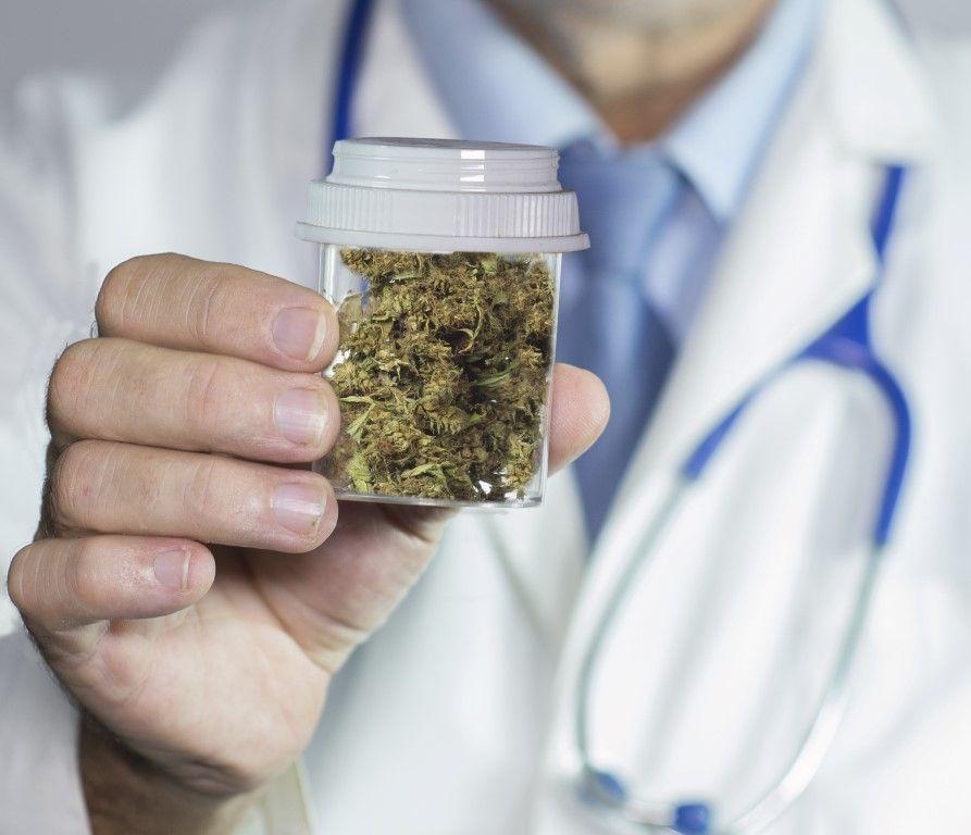 Лечение болезни Альцгеймера нашли в марихуане