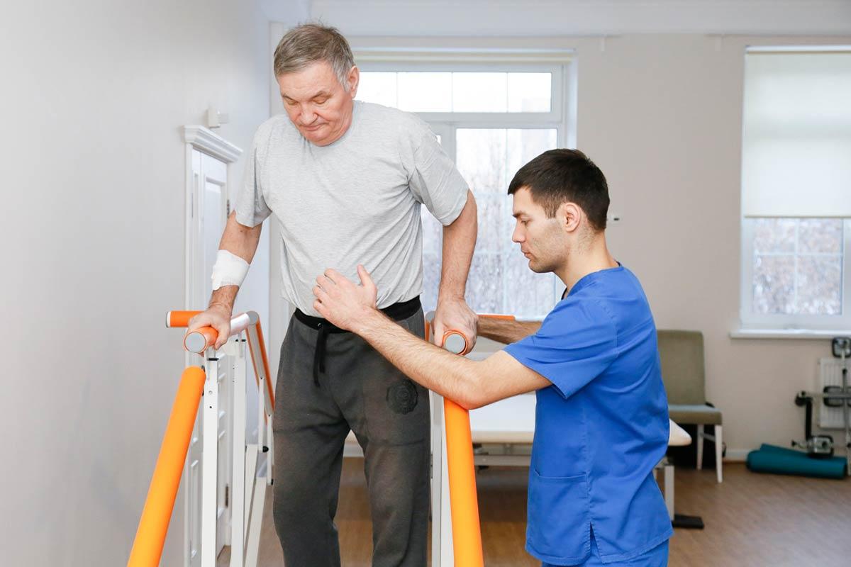 reabilitaciya-s-instruktorom-lestnica